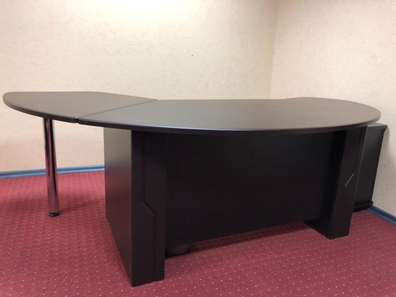 Стол офисный новый с тумбой
